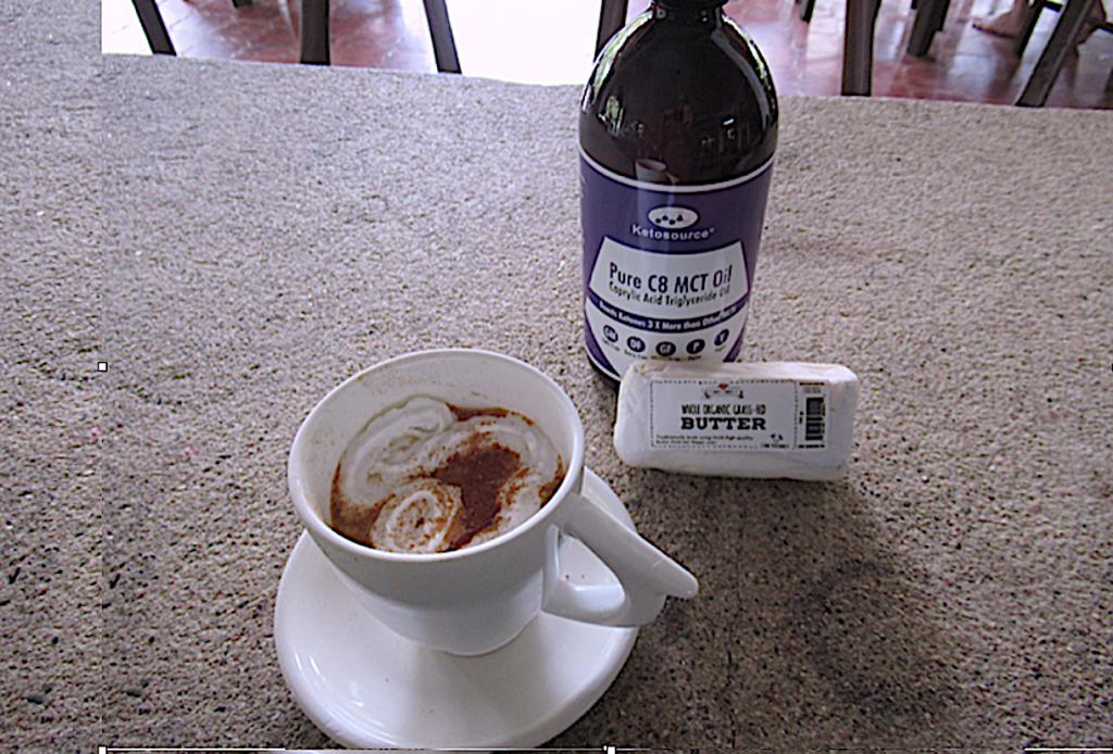 Kaffee mit Öl und Butter